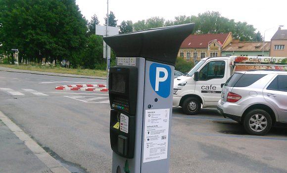 S parkovným uhradeným v jednom pásme je možné preparkovať