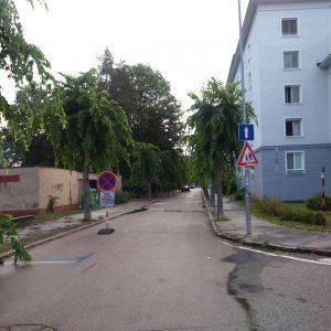 Na Nábrežnej ulici zaparkujete medzi stromami