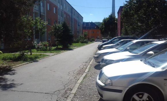 Parkovisko vo vnútrobloku na Hodžovej dostane nový povrch