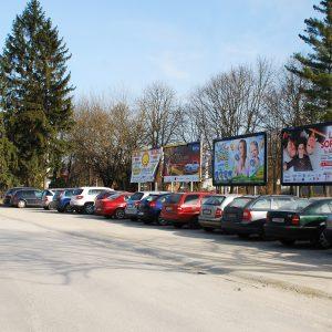Počas hokeja zaparkujete aj pri športovej hale. Bezplatne.