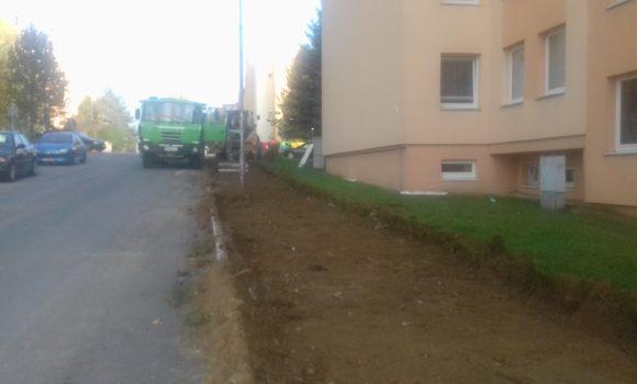 Výstavba nových parkovacích miest začala na Halalovke