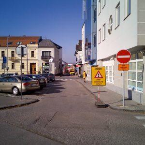 Na parkovacie miesta pri sporiteľni vojdete zacúvaním