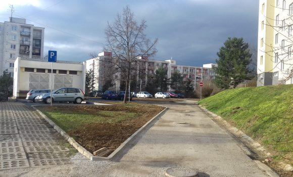 Po zime dokončujeme rozostavané parkoviská