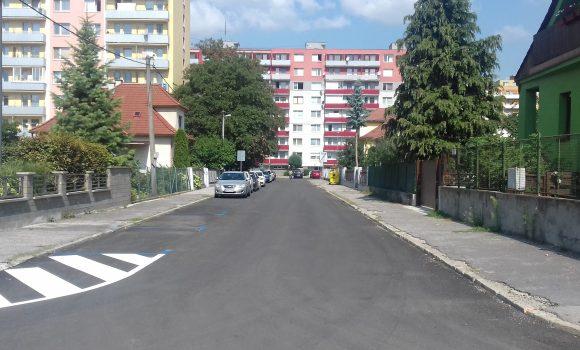 Na ulicach Dolného mesta obnovujú parkovacie miesta