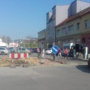 Práce na parkovisku na Rozmarínovej ulici