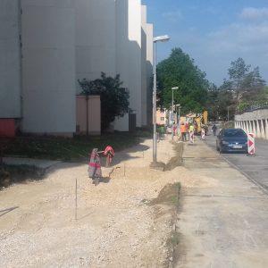 Na ulici Jána Halašu pokračuje výstavba parkovísk