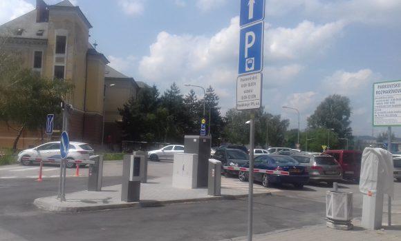 Na parkovisku sú už rampy. Zatiaľ v skúšobnej prevádzke