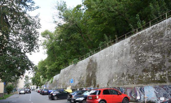 Na Hviezdoslavovej ulici obmedzia parkovanie počas výrubov