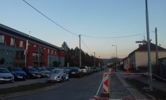 Hodžova sa bude frézovať, na časti ulice nezaparkujete
