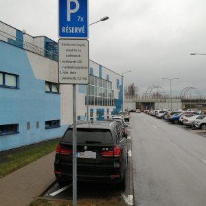 Vyhradené parkovanie pre návštevníkov plavárne