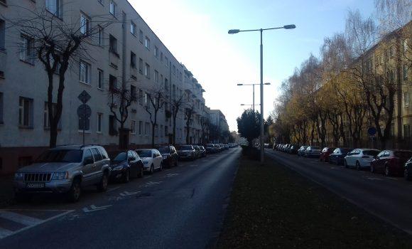 Obmedzené parkovanie na Rázusovej a pred budovou TSK
