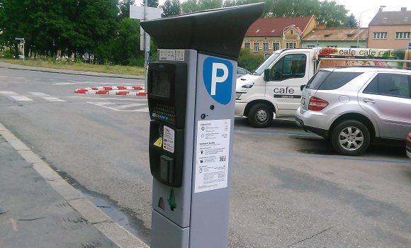 Pribudne trinásť nových parkovacích automatov