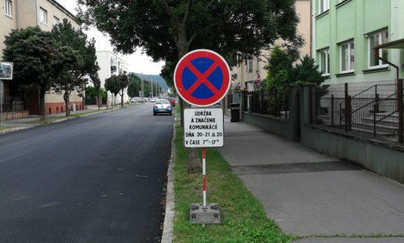 Vodorovné dopravné značenie na Hodžovej ulici