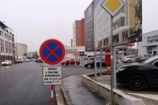 Cez víkend budú značiť parkovacie miesta aj cyklopruh