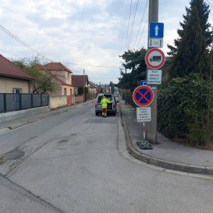 Vodorovné dopravné značenie na Podjavorinskej ulici