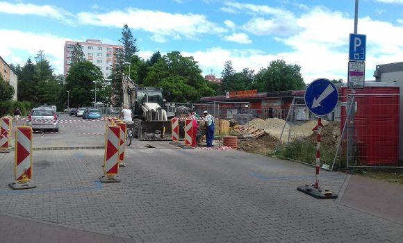Prejazd aj parkovanie na Šoltésovej ulici budú obmedzené