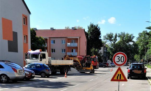 Obmedzenie parkovania na ulici Dlhé Hony